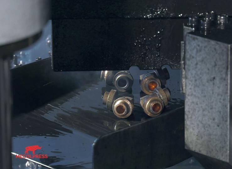 Pressa idraulica: pezzi senza bava